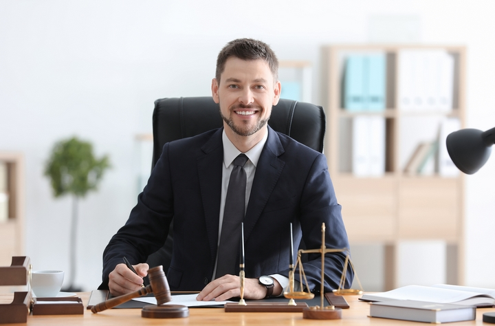8 Situations Where You Need A Commercial Lawyer