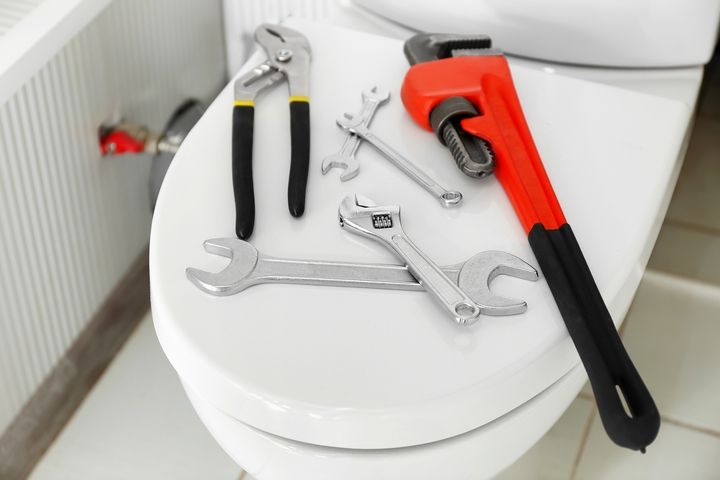 7 Great Ways to Unclog a Toilet Without a Plunger