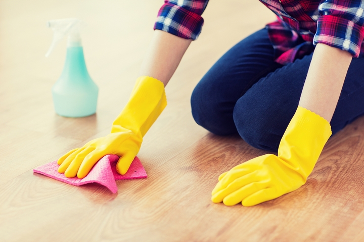 6 Ways on How to Clean Sticky Wood Floors